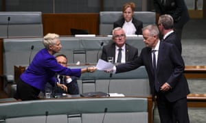 Crossbench MP Kerryn Phelps passes a piece of paper over to Australian Opposition Leader Bill Shorten