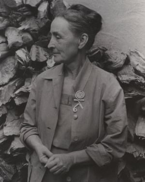Georgia O'Keeffe wearing OK brooch (c. 1945) by Alexander Calder, 1950, photo by Carl Van Vechten
