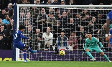 Willian's penalty wraps up the win for Chelsea