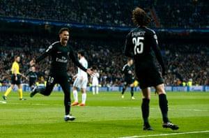 Neymar runs to celebrate with Rabiot.