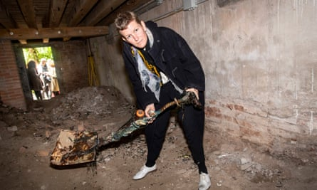 Laure Prouvost digging a tunnel to the British Pavilion.