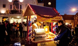 People buying Roast chestnuts at a street stall, Wallingford Christmas market, Oxfordshire UK<br>D0YFJW People buying Roast chestnuts at a street stall, Wallingford Christmas market, Oxfordshire UK