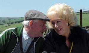 Jean Fergusson as Marina and Robert Fyfe as Howard Sibshaw in Last of the Summer Wine. 'They were looking for a blowsy blonde,' said Fergusson.
