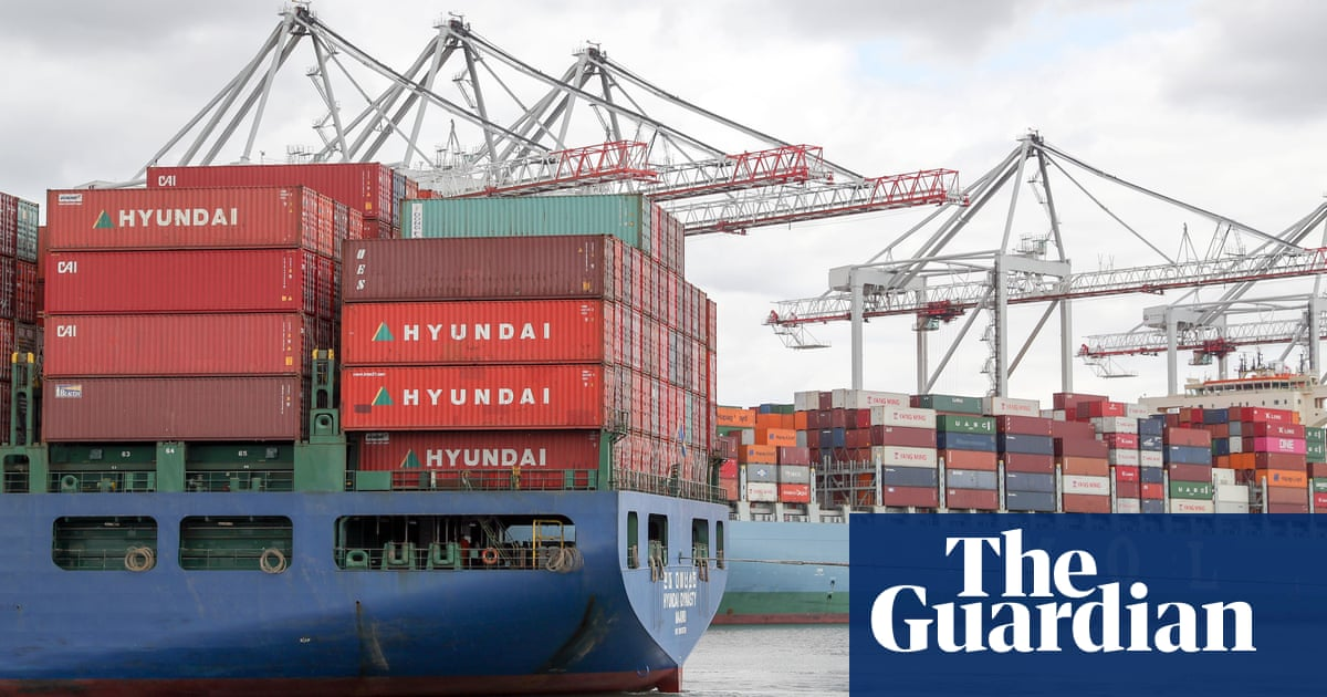 Shipping firms vow to cut emissions if governments support low-carbon tech