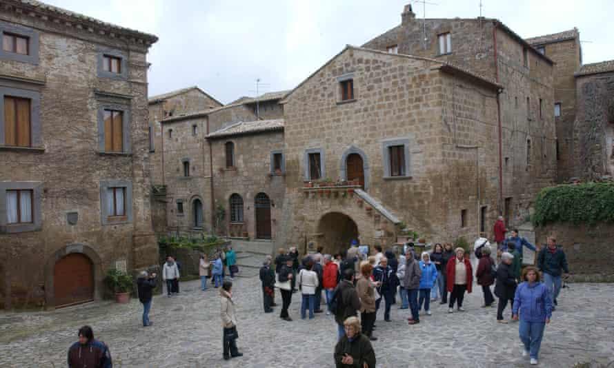 Tourists in Civita di Bagnoregio