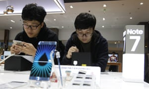 Students test the Samsung Galaxy Note 7