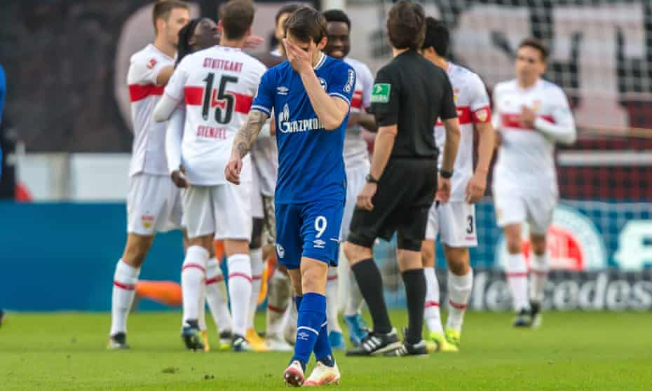 Benito Raman puts his head into his hand during Schalke's crushing defeat against Stuttgart.