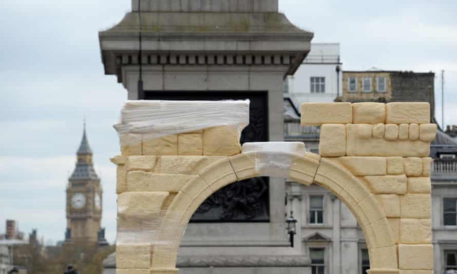 The reconstruction of the arch nears completion in Trafalgar Square.