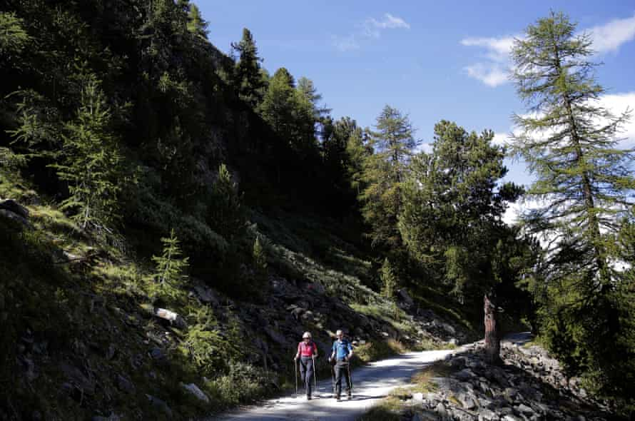 British Prime Minister Theresa May On Holiday In The AlpsSWISS ALPS, SWITZERLAND - AUGUST 12: British Prime Minister Theresa May walks with her husband Philip John May while on summer holiday on August 12, 2016 in the Alps of Switzerland. The Prime Minister is due back to work on August 24. (Photo by Marco Bertorello - WPA Pool/Getty Images)