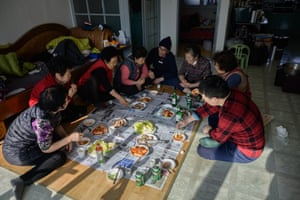Lee Young-ja's friends and relatives eat lunch