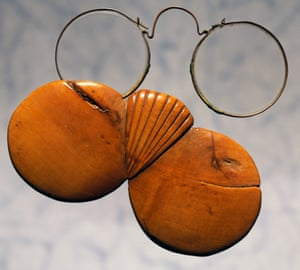 Copper spectacles with rosewood case, made in Nuremberg, early 1700s.