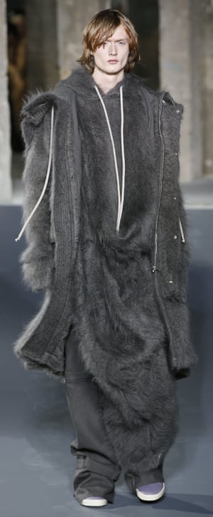 模特穿着Rick Owens的作品
