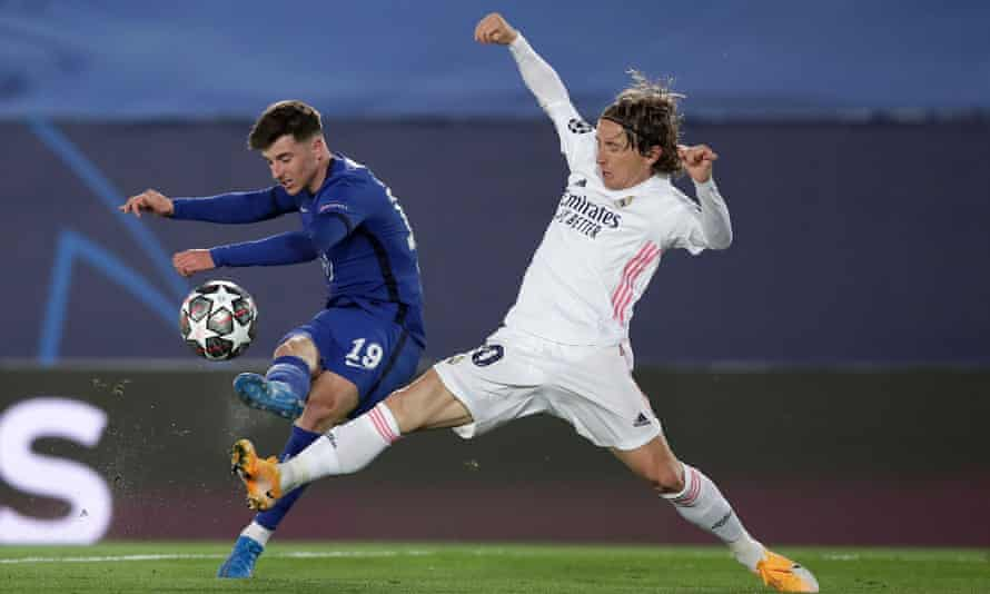 Mason Mount and Luka Modric during the Champions League semi-final between Chelsea and Real Madrid
