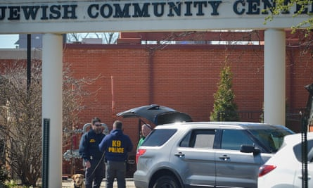 Police officers outside a Jewish community centre in Louisville, Kentucky, after it received bomb threats.