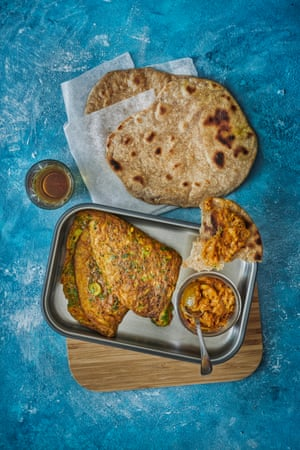 Spicy omelette with paratha