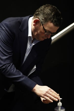 It's important to sanitise or wash your hands when you take your face mask on or off, as demonstrated by Daniel Andrews.