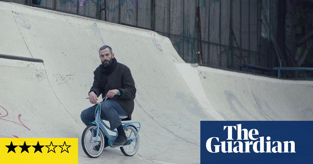 Apples review – quirky Athenian amnesia mystery