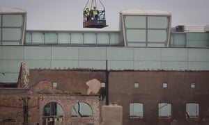 Dismantling work begins on the south facade of the Mackintosh building in Glasgow