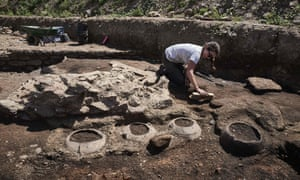 Remains of an entire neighbourhood of the Romain city of Vienne have been uncovered in Sainte-Colombe, with lavish residences decorated with mosaics, a philosophy school and shops.