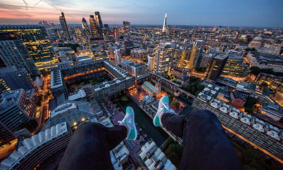 Rooftopping photographer in London