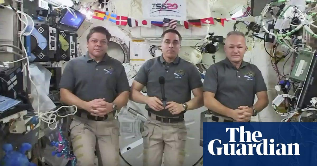 Two Nasa astronauts prepare to make first splashdown for 45 years thumbnail
