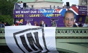 A Remain campaign bus crosses Westminster bridge on 15 June 2016.