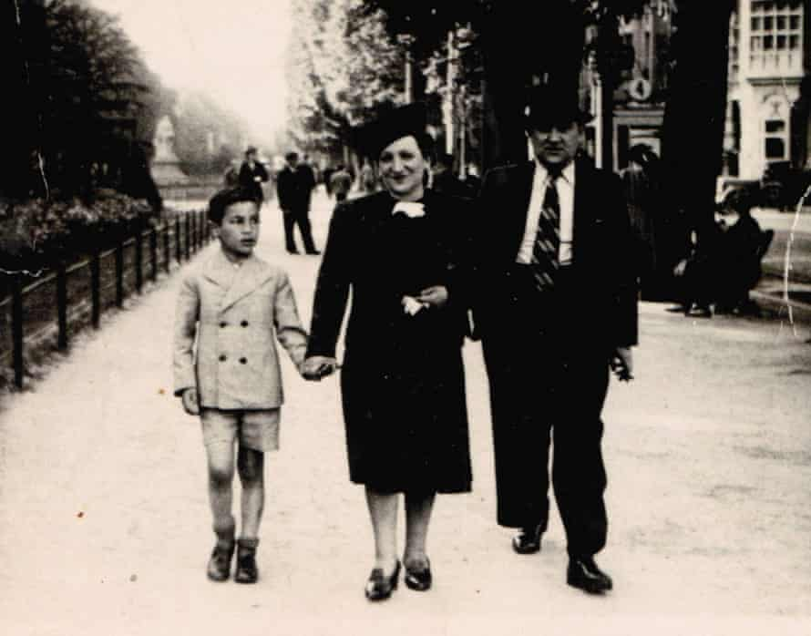 Simon Gronowski, aged nine, with his parents, two years before he and his mother were arrested.