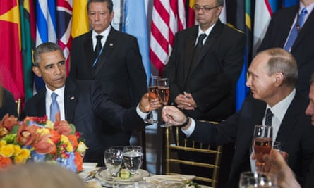 Barack Obama and Vladimir Putin toast during a luncheon hosted at the UN.