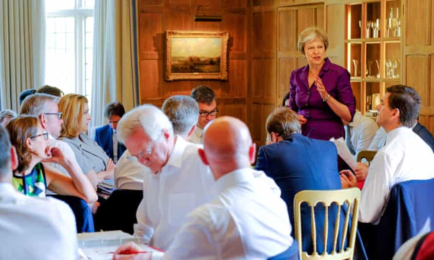 British Cabinet try to reach agreement on Brexitepa06869753 A handout photo made available by 10 Downing Street (MOD) showing British Prime Minister Theresa May commencing a meeting with her Cabinet to discuss Brexit at, the British Prime Minister's country residence, Chequers, near Aylesbury, Buckinghamshire, south east England, 06 July 2018. The Cabinet is reported to try to reach agreement on the shape of Britain's future relationship with the EU. EPA/JOEL ROUSE / 10 DOWNING STREET / HANDOUT MANDATORY CREDIT; JOEL ROUSE: CROWN COPYRIGHT 2018: HANDOUT EDITORIAL USE ONLY/NO SALES