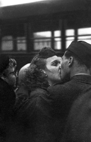 Bidding Farewell, 1952