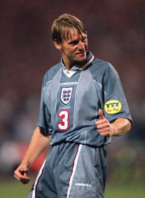STUART PEARCE AFTER SCORING ENGLAND'S 3RD PENALTY.