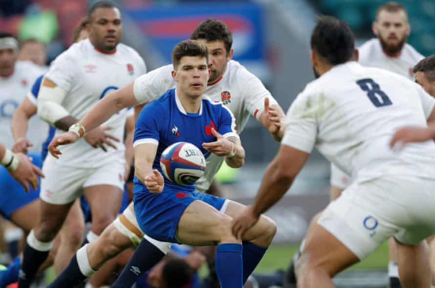 Matthieu Jalibert releases a pass in France's narrow defeat at Twickenham.