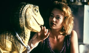 Samantha Mathis as Princess Daisy, with Yoshi, one of the most complex animatronic models of its time.