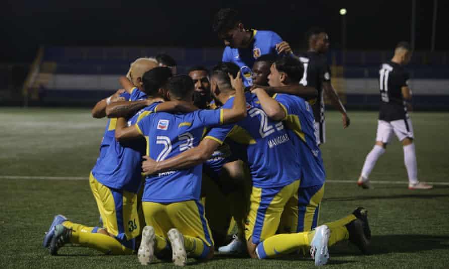 Managua celebrate after scoring against Diriangén.