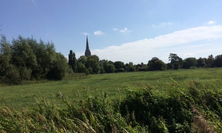 Present-day picture of Salisbury Cathedral taken from roughly the same perspective as Constable's work.