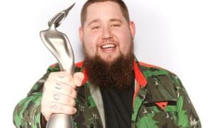 Rag'n'Bone Man … Pictured with his award.