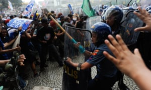 Anti-Apec protesters clash with riot police in Manila on Thursday.