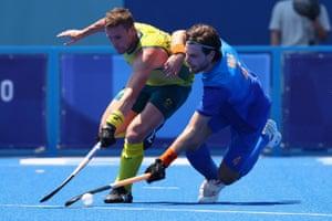 Lars Balk of the Netherlands in action against Tom Wickham of Australia.