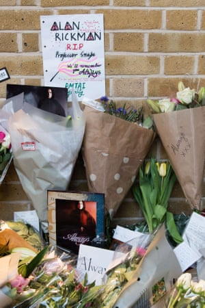 Tributes to Rickman at Platform 9 3/4 in King's Cross.