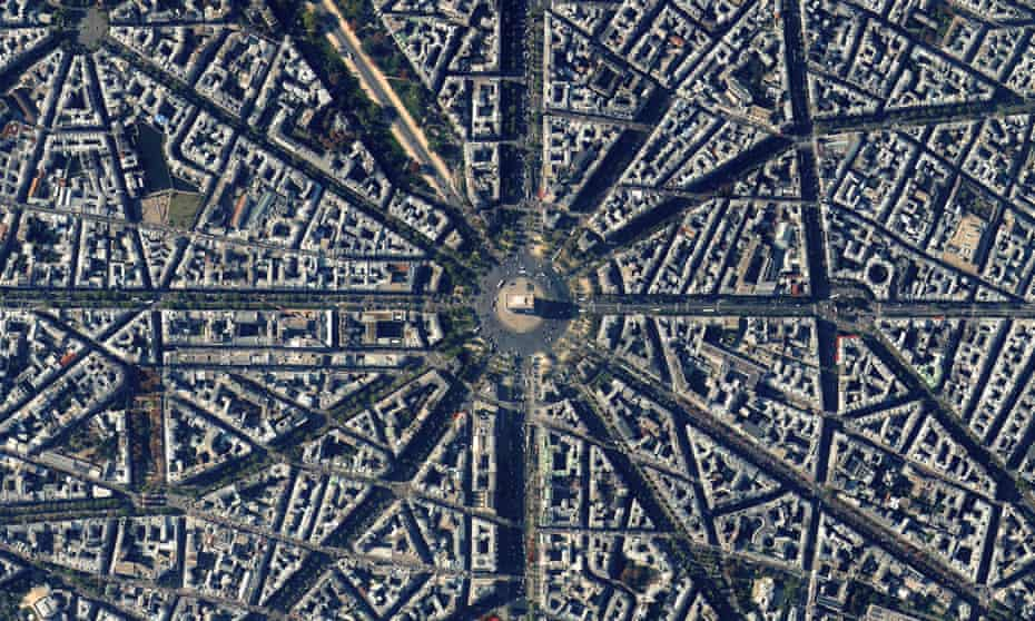 An overview of Paris, centring on the Étoile area that Haussmann redesigned.