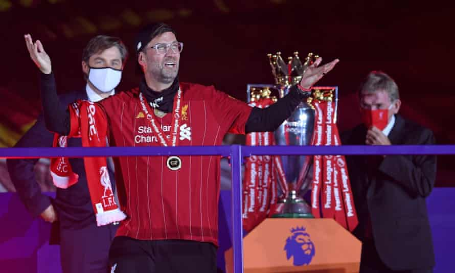 Liverpool's manager Jürgen Klopp with his winners' medal.
