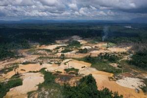 A mineração causa desmatamento e mudanças na qualidade da água e na estrutura do rio, dizem os cientistas.