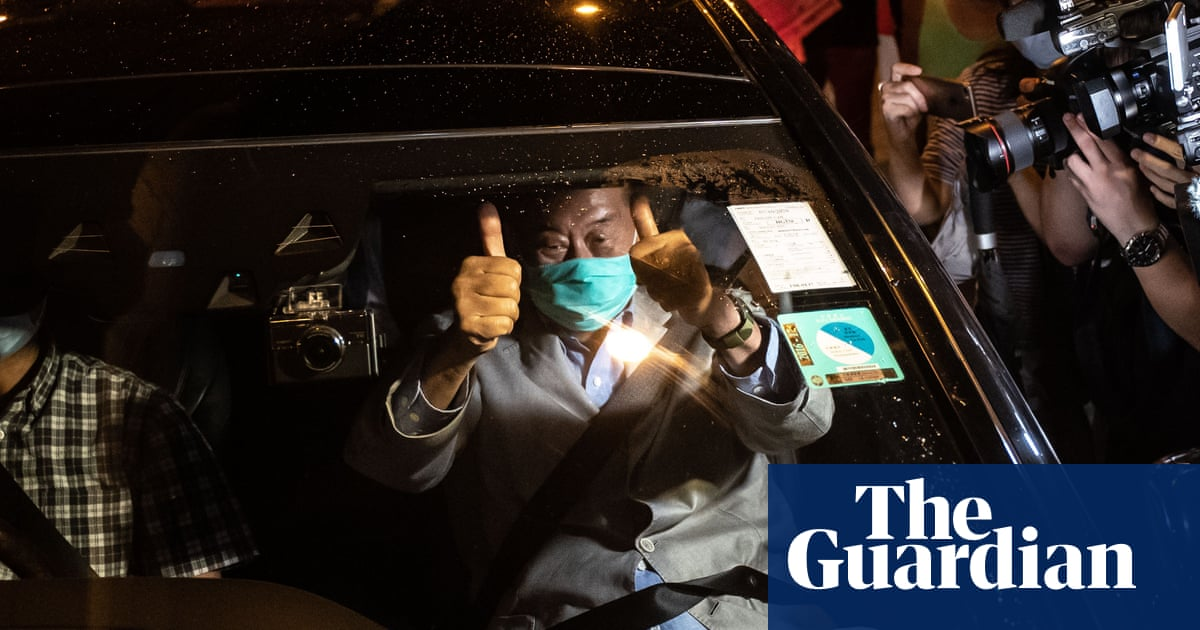 Heros welcome for Hong Kong media tycoon Jimmy Lai after release on bail