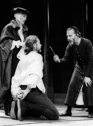 Leigh Lawson as Antonio, Geraldine James as Portia and Dustin Hoffman as Shylock in The Merchant of Venice