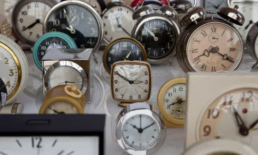 An array of clocks