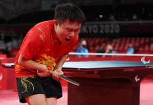 Hao Lian of China celebrates winning gold after the match against Lin Ma of Australia.