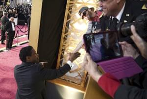 Denzel Washington shakes hands with a fan