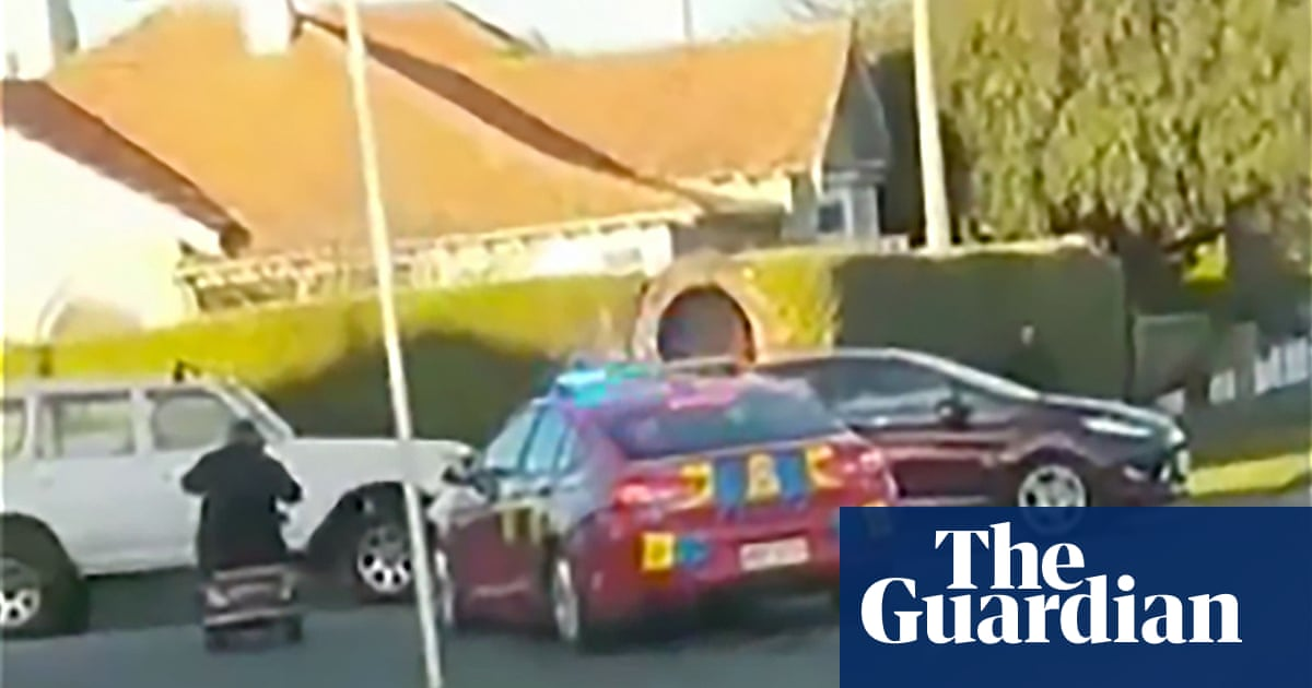 'Go old man, go!' Mobility scooter fugitive evades police in low-speed chase