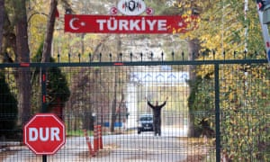 A man identified by Turkish news reports as a US citizen who has been deported by Turkey and is stuck in the heavily militarised no man's land between Greece and Turkey, after Greece refused to take him in.