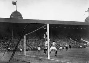 Chelsea play Millwall at Wembley.